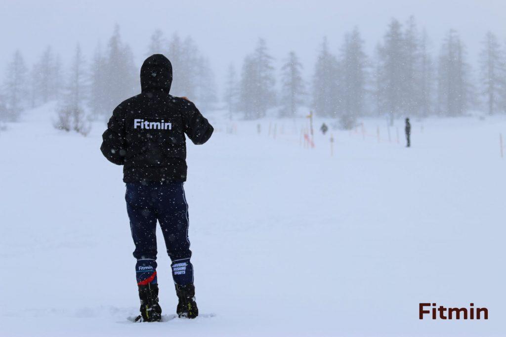 Husté sněžení znamená náročný závod.